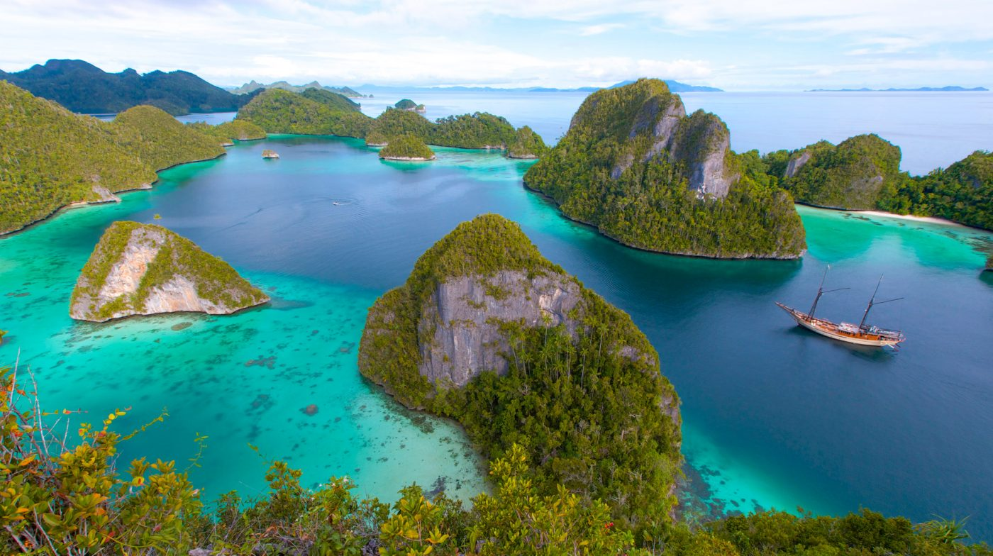 Luxury Sailing and Island-hopping in Indonesia